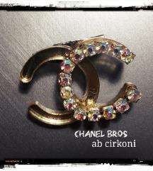 Chanel zlatni bros 3x2cm