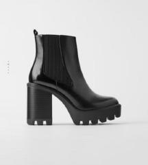 ZARA crne cizme na stiklu