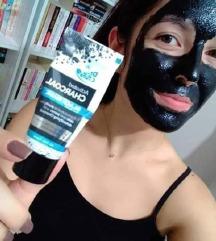 Farmasi crna maska