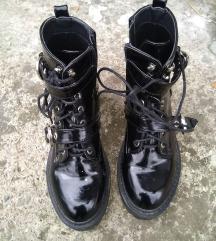 Lakovane cipele br 39