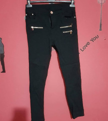 Crne uske duboke pantalone :)