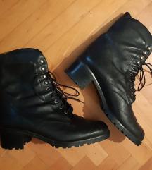 AKCIJA Crne cizme made in Italy, broj 38
