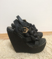 crne sandale sa platformom