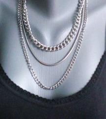 Tri ogrlice za 300 din