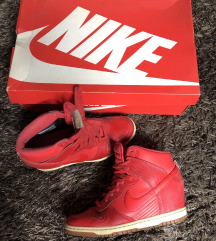 *** Crvene Nike patike na platformu ***