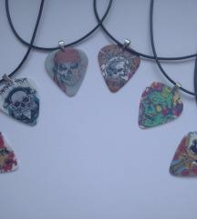 Ogrlice sa trzalicama zmajevi i kosturske glave