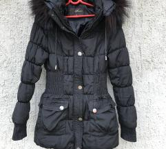 Crna zimska jakna sa kapuljucom, M