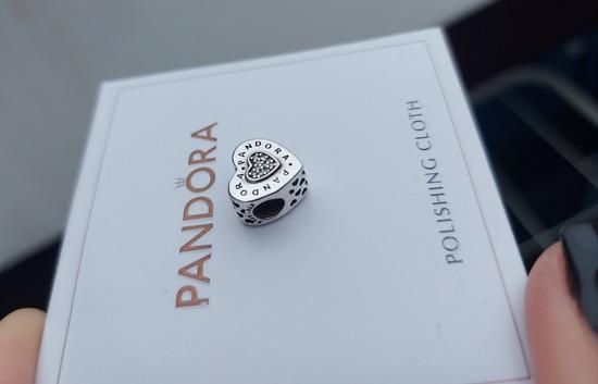 Pandora srce privezak sa logom