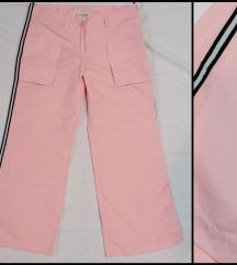 Roze sportke krace pantalone/trenerke vel.S