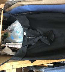 H&M svilena crna bluza