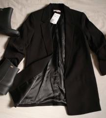 Crni baggy HM sako sa naboranim rukavima