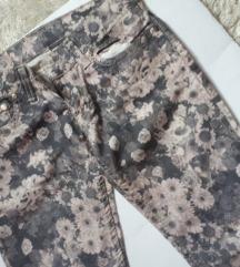 Cvetne pantalone s m