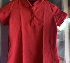 Crvena majica sa kragnicom