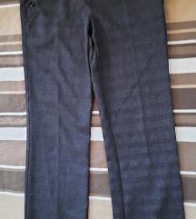 Reljefne pantalone sive poslovne na crtu