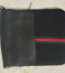 Gucci muska torbica( fali kais)