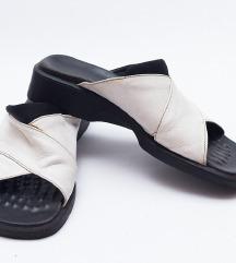 Kožne bele papuče 38