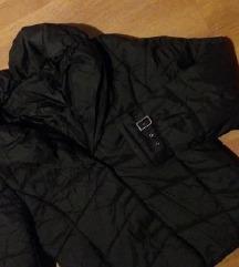 Crna strukirana zimska jakna