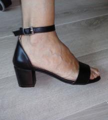 TOTALNO SNIZENJE Crne sandale NOVO