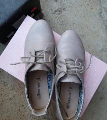 DIFFERENTE cipele