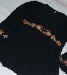 Amisu crna pamucna bluza sa vezenim detaljima