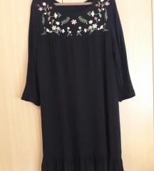 Crna haljina veličine S/36 Stradivarius