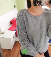 Siva bluza sa pertlama