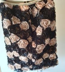 Mini suknja sa 3D ruzicama