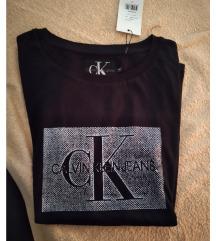 Calvin Klein majica sa etiketom.