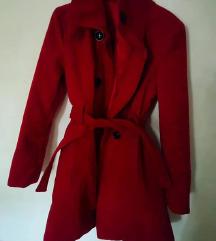 Prelepa jarko crvena jakna