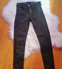 Crne pantalone duboke SNIZENE