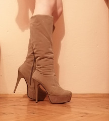 Skoro nove postavljene cizme do kolena