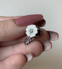 PANDORA privezak cvet
