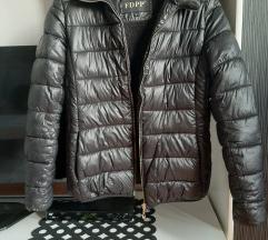 Crna kratka jakna M Rezervisano