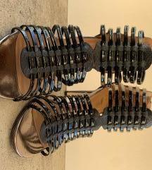 Crne lakovane sandale br 38 1100 din