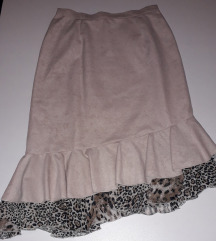 Asimetricna ruffle suknja