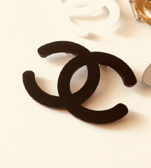 Chanel crni bros 4x3,6cm
