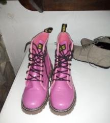 Pink martinke
