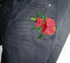 Fb sister farmerke crne sa ruzom