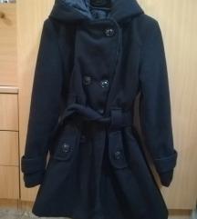Crni ženski kaput