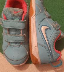 Nike kozne patike, odlicne. Br. 27, ug. 17 cm