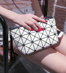 Mala, geometrijska torbica - NOVO