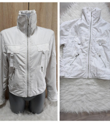 Bela jakna za prelazno vreme