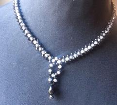 Ogrlica od sitnih kristala
