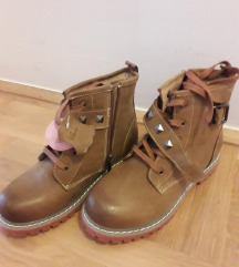 Nove kozne zimske cipele sa etiketom