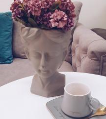Unikatna vaza devojka