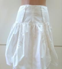 Bela suknja sa cipkom