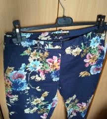 ZARA indigo plave pantalone sa printom