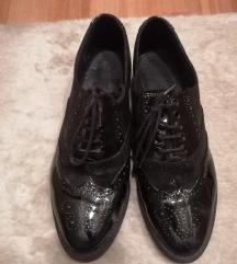 Crne lakovane cipele broj 40