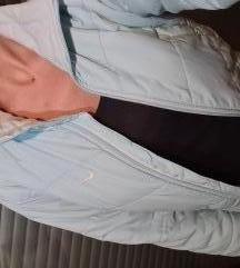 Svetlo plava Nike jakna
