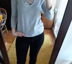 H&M bluza sa pertlicama